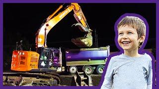 getlinkyoutube.com-Excavator Loading Dump Truck At Night