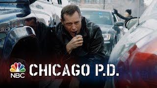 getlinkyoutube.com-Chicago PD - Racing Through Gunfire (Episode Highlight)