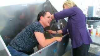 getlinkyoutube.com-Washing Angela's Hair
