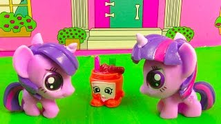 getlinkyoutube.com-MLP Double Twilight Sparkle My Little Pony Shopkins Peanut Butter Playing House Snack Food Fun