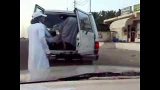 اظحك - شباب سعوديين مسوين مقلب بمصري ههههه