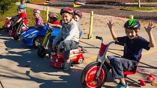 getlinkyoutube.com-Razor Crazy Cart vs Power Rider 360 vs SRT Viper vs Mini Racers Big Race!