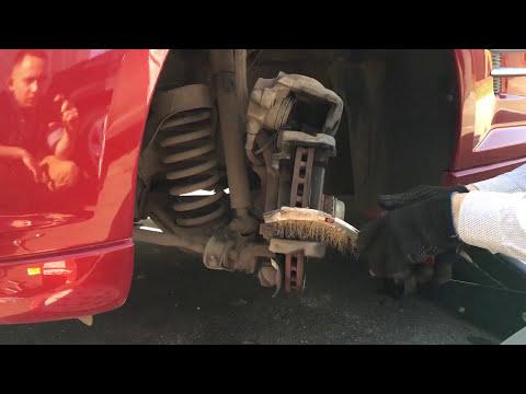 Замена передних колодок Chrysler Crossfire SLK