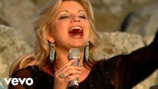 getlinkyoutube.com-Bill & Gloria Gaither - Halleluyah [Live] ft. The Isaacs