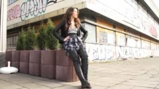 getlinkyoutube.com-Cassandra in Sneakers Classic Clip