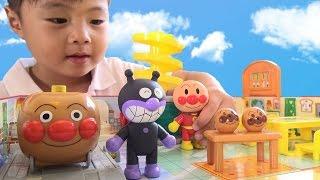 getlinkyoutube.com-アンパンマン ぱっとひろがるパン工場 おもちゃ Anpanman Bread factory Toy