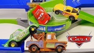 getlinkyoutube.com-Cars 2 Double Decker Speedway Stunt Racers Lightning McQueen Chick Hicks Mater Disney Race Track