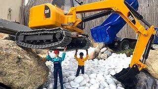 getlinkyoutube.com-BRUDER Toys CAT Excavator river !