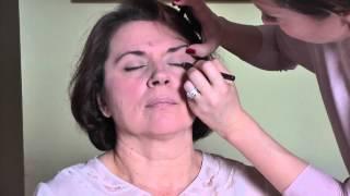 getlinkyoutube.com-Profesionalno šminkanje - za zreliju kožu. Podmlađivanje šminkom.