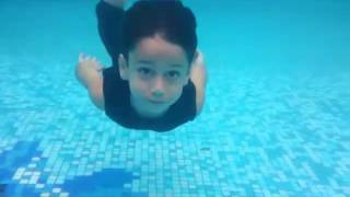 getlinkyoutube.com-تعليم السباحة شاليهات الفارس جازان 22 11 1435 part3