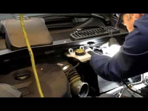 How do I replace a battery on a 2013 Ford Escape