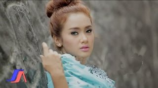 getlinkyoutube.com-Pernikahan Dini - Cita Citata (Official Music Video)