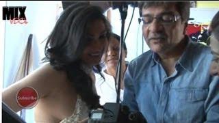 getlinkyoutube.com-Rituparna Sen Gupta Caught from side Angle Must Watch!!