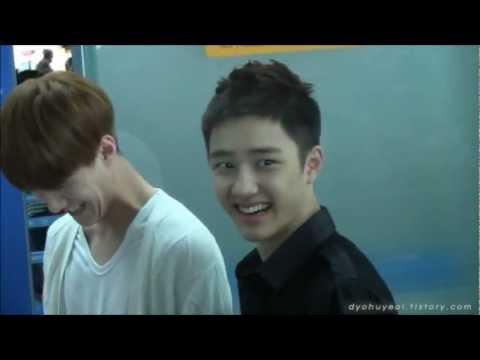 [ENG SUB] Fancam 120609 EXO D.O. & Sehun being called bachelors by ahjumma fan