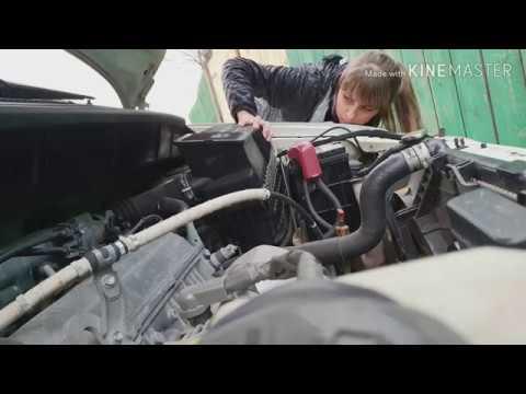 Как поменять воздушный фильтр на Тойоте Ипсум 2000г. Девушка и автомобиль?