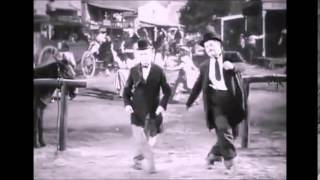 getlinkyoutube.com-Stan und Olli tanzen zu AC/DC