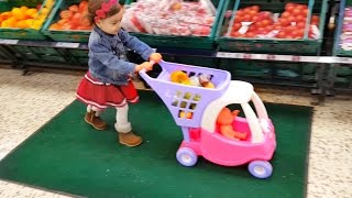 getlinkyoutube.com-Baby Doing Grocery Shopping at Supermarket / Mini Cart