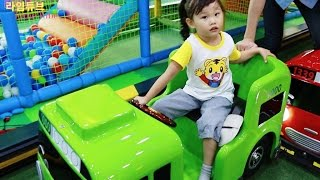 getlinkyoutube.com-타요 키즈 카페에서 놀기 3편 뽀로로 Tayo Bus Car Kids Cafe Toys Play おもちゃ 라임튜브 Игрушки