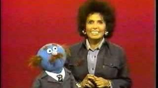 getlinkyoutube.com-Sesame Street: Lena Horne sings the ABCs!