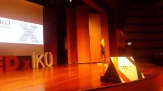 Ayşe Begüm Onbaşı TEDx Konferansı şovu