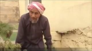 عمره 77 عاماً ويذهب للمسجد حبواً!!