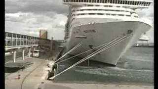 getlinkyoutube.com-cruise ship breaks moorings