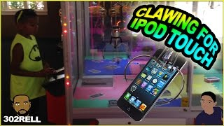 getlinkyoutube.com-CLAWING FOR APPLE IPOD TOUCH CLAW CRANE MACHINE ARCADE GAME