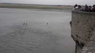 getlinkyoutube.com-Mont Saint Michel Tide Rescue