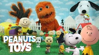 getlinkyoutube.com-NEW GIANT Surprise Toys THE PEANUTS MOVIE Happy Dance Snoopy & Charlie Brown Collectors Set