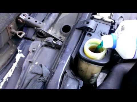 БМВ Е34 Доливаем антифриз в систему охлаждения BMW E34