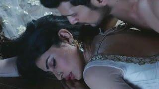Mouni Roy और Karan Bohra के बोल्ड Intimates Scenes देखकर आप दंग  रह जायेंगे आप