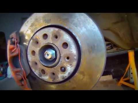 Как быстро просверлить направляющий болт тормозного диска