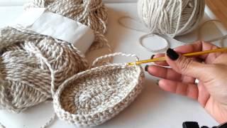 getlinkyoutube.com-Botitas largas tejidas para niñas de  0-3  a 3-6 meses parte 2