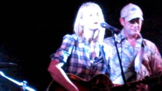 """getlinkyoutube.com-Kelly Willis performing """"Wrapped"""" live at the Shady Grove/unplugged"""