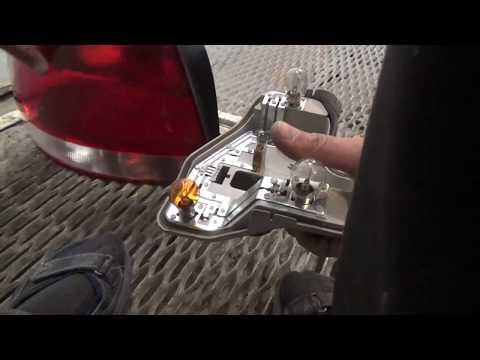 Как снять задний фонарь и заменить лампы,на Volkswagen Polo V.