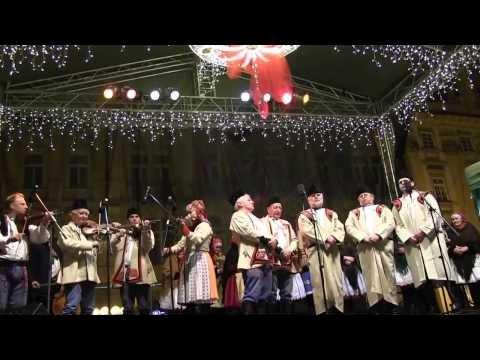 PRAHA-Vystoupení na Staroměstském náměstí  Tetek z Kyjova a zpěváků z Kyjovska a Horňácka 2.