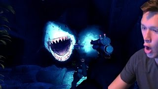 getlinkyoutube.com-THIS GAME IS TERRIFYING! (Depth: Sharks vs Divers)