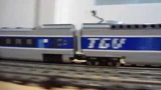 getlinkyoutube.com-LEGO TGV vs Horizon Express 10233 high speed 9V trains