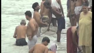 getlinkyoutube.com-08 july, 2013 - Devotees Defy Fear, Undertake Holy Dip In Northern India