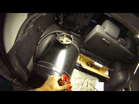 Где у Suzuki Витара тормозные трубки