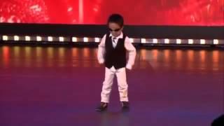 getlinkyoutube.com-طفل عمره اربع سنوات يرقص اغنية غانغام ستايل ببراعة