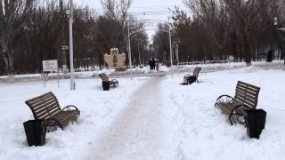 getlinkyoutube.com-Аллея Влюблённых, построенная во время войны в Молодогвардейске, ЛНР..