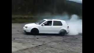 getlinkyoutube.com-Volkswagen Golf Mk4 White Crazy Burnout