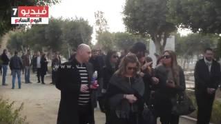 getlinkyoutube.com-بالفيديو. . انهيار ابنة الفنانة فيروز عقب دفن جثمان والدتها
