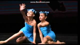 getlinkyoutube.com-Maddie and Mackenzie Ziegler - run from mother