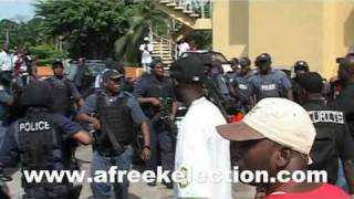 getlinkyoutube.com-Côte d'Ivoire -- En vidéo : Une sortie agitée pour Jacob Zuma de l'Hôtel du Golf