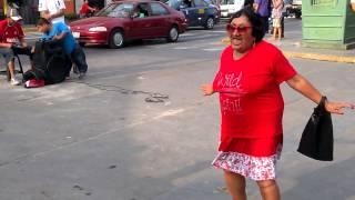 getlinkyoutube.com-Abuelita bailando el taxi!!!