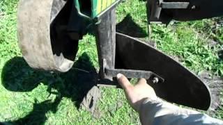 Регулировка навесного плуга перед пахотой. Adjustment hinged plow before plowing
