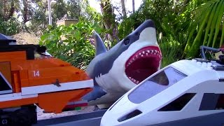 getlinkyoutube.com-Lego train station mega shark attack