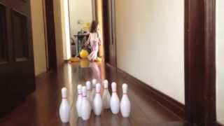 getlinkyoutube.com-ケイトとオードリーのボーリング Kate and Audrey Playing Bowling
